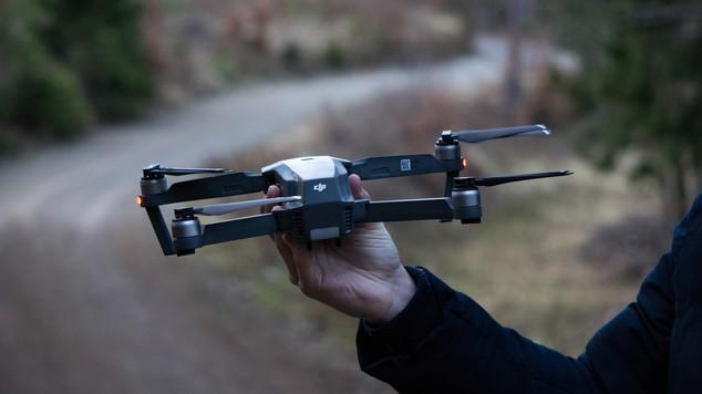 Le marché mondial des drones de loisir en chute libre.