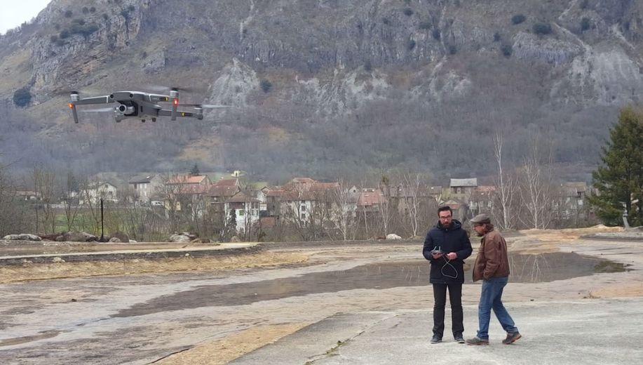Une dizaine d'artisans ariégeois s'initient au pilotage de drones.